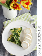 Купить «Spinach omelet and goat cheese roll. Healthy spring breakfast», фото № 30324150, снято 13 марта 2019 г. (c) Stockphoto / Фотобанк Лори