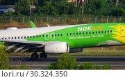 Купить «NOK Air Boeing 737 landing», видеоролик № 30324350, снято 1 декабря 2018 г. (c) Игорь Жоров / Фотобанк Лори