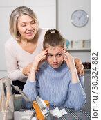 Купить «Mature mom apologizes to daughter after quarrel», фото № 30324882, снято 18 марта 2019 г. (c) Яков Филимонов / Фотобанк Лори