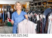 Купить «Portrait of cheerful female laundry worker at her workplace», фото № 30325042, снято 22 января 2019 г. (c) Яков Филимонов / Фотобанк Лори