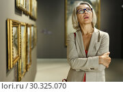 Купить «Mature woman visiting museum», фото № 30325070, снято 18 августа 2018 г. (c) Яков Филимонов / Фотобанк Лори