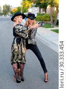 U.S Fashion Designer Nikki Lund and British Model and Socialite Lady... (2017 год). Редакционное фото, фотограф WENN.com / age Fotostock / Фотобанк Лори