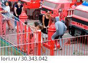 Купить «Mo Farah out and about in Legoland resort Windsor with his family earlier today Featuring: Mo Farah, Tania Nell, H, Amani Farah Aisha Farah, Rhianna Farah...», фото № 30343042, снято 1 сентября 2017 г. (c) age Fotostock / Фотобанк Лори