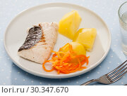 Купить «Steamed whiting with potato and grated carrots», фото № 30347670, снято 24 апреля 2019 г. (c) Яков Филимонов / Фотобанк Лори