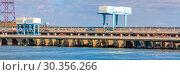 Купить «Saratovskaya HPP (Leninsky Komsomol) - a hydroelectric power station on the Volga River in the Saratov region, in the town of Balakovo.», фото № 30356266, снято 10 сентября 2010 г. (c) Акиньшин Владимир / Фотобанк Лори