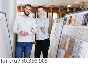 Купить «Couple standing near kitchen ceramic tile in modern shop», фото № 30356906, снято 2 февраля 2018 г. (c) Яков Филимонов / Фотобанк Лори
