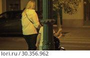 Купить «Family walk in evening city», видеоролик № 30356962, снято 23 марта 2019 г. (c) Данил Руденко / Фотобанк Лори