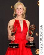Купить «69th Emmy Awards 2017 Press Room held at the Microsoft Theatre L.A. LIVE in Los Angeles, California. Featuring: Nicole Kidman Where: Los Angeles, California...», фото № 30357366, снято 17 сентября 2017 г. (c) age Fotostock / Фотобанк Лори