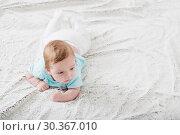 Купить «baby 2 months on bed», фото № 30367010, снято 21 января 2019 г. (c) Майя Крученкова / Фотобанк Лори