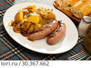 Купить «Fried sausages with boiled potatoes and onions», фото № 30367662, снято 19 апреля 2019 г. (c) Яков Филимонов / Фотобанк Лори