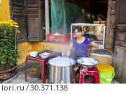 Купить «Vietnamese woman making rice paper cakes on a back street in the old quarter of Hoi An, Quang Nam Provence, Vietnam, Asia.», фото № 30371138, снято 6 февраля 2019 г. (c) age Fotostock / Фотобанк Лори