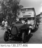 Купить «Berlin, GDR, classic car F5 of the automobile manufacturer MAF stands in front of a bus line 57», фото № 30377406, снято 14 июля 1964 г. (c) Caro Photoagency / Фотобанк Лори