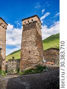 Купить «Stone medieval Svaneti tower houses of Ushguli, Upper Svaneti, Samegrelo-Zemo Svaneti, Mestia, Georgia. Ushguli is a group of four remote villages. At...», фото № 30383710, снято 19 июля 2018 г. (c) age Fotostock / Фотобанк Лори