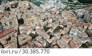 Купить «Urban view from drone of roofs of residential buildings in Spanish city of Huesca», видеоролик № 30385770, снято 24 декабря 2018 г. (c) Яков Филимонов / Фотобанк Лори