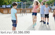 Купить «Happy children playing rubber band jumping game and laughing outdoors», видеоролик № 30386090, снято 23 июля 2018 г. (c) Яков Филимонов / Фотобанк Лори
