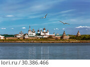 View of the Spaso-Preobrazhensky Solovetsky stavropegial monastery on the Big Solovetsky island from the White sea. Arkhangelsk region, Russia (2018 год). Стоковое фото, фотограф Наталья Волкова / Фотобанк Лори