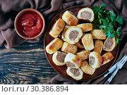 Купить «freshly baked Puff pastry Sausage rolls, top view», фото № 30386894, снято 19 февраля 2019 г. (c) Oksana Zh / Фотобанк Лори