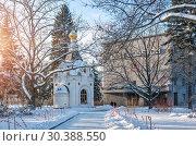 Купить «Спасская часовня и Дом Советов Spasskaya Chapel and the House of Soviets», фото № 30388550, снято 6 января 2019 г. (c) Baturina Yuliya / Фотобанк Лори