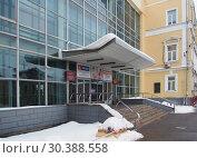 Купить «Вход в ННГАСУ», фото № 30388558, снято 17 февраля 2019 г. (c) Ельцов Владимир / Фотобанк Лори