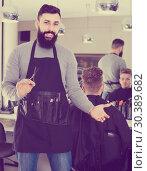 Купить «male hairdresser showing his workplace and tools at hair salon», фото № 30389682, снято 27 января 2017 г. (c) Яков Филимонов / Фотобанк Лори