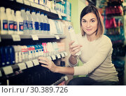 Купить «female shopper searching for deodorants in supermarket», фото № 30389726, снято 23 ноября 2016 г. (c) Яков Филимонов / Фотобанк Лори