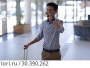 Купить «Asian male executive having coffee while walking with luggage in the lobby», фото № 30390262, снято 21 ноября 2018 г. (c) Wavebreak Media / Фотобанк Лори