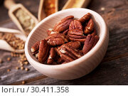 Pecans in the Wooden Bowl. Стоковое фото, фотограф welcomia / easy Fotostock / Фотобанк Лори
