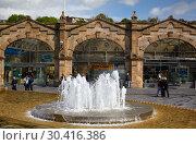 Купить «The fountain on the Sheaf Square in front of Sheffield station. South Yorkshire. England», фото № 30416386, снято 8 мая 2009 г. (c) Serg Zastavkin / Фотобанк Лори