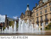 Купить «The fountain in the Peace Gardens. Sheffield. England», фото № 30416634, снято 7 мая 2009 г. (c) Serg Zastavkin / Фотобанк Лори