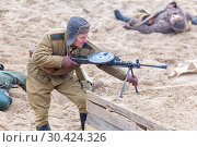 Russia Samara November 2018: historical reconstruction of the Second World War, Russian soldiers fighting in their positions. Редакционное фото, фотограф Акиньшин Владимир / Фотобанк Лори
