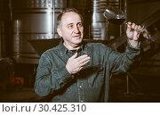Купить «worker costs with wineglass», фото № 30425310, снято 12 октября 2016 г. (c) Яков Филимонов / Фотобанк Лори