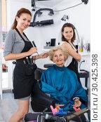 Купить «Hairdressers finished haircut for senior woman», фото № 30425398, снято 26 июня 2018 г. (c) Яков Филимонов / Фотобанк Лори