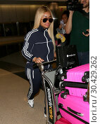 Blac Chyna arrives at Los Angeles International (LAX) Airport (2017 год). Редакционное фото, фотограф WENN.com / age Fotostock / Фотобанк Лори