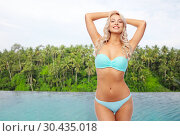 Купить «happy woman over infinity edge pool in sri lanka», фото № 30435018, снято 20 апреля 2017 г. (c) Syda Productions / Фотобанк Лори