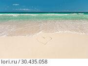 Купить «tropical beach with heart on sand», фото № 30435058, снято 11 февраля 2013 г. (c) Syda Productions / Фотобанк Лори