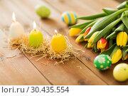 Купить «candles in shape of easter eggs and tulip flowers», фото № 30435554, снято 15 марта 2018 г. (c) Syda Productions / Фотобанк Лори