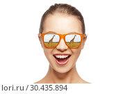Купить «happy teen girl in sunglasses looking at giraffes», фото № 30435894, снято 8 декабря 2019 г. (c) Syda Productions / Фотобанк Лори