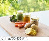 Купить «vegetable puree or baby food in glass jars», фото № 30435914, снято 21 февраля 2017 г. (c) Syda Productions / Фотобанк Лори
