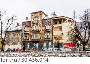 Buildings in Sarajevo along Miljacka river.  Bosnia Herzegovina (2018 год). Редакционное фото, фотограф Николай Коржов / Фотобанк Лори