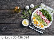 low calories spring salad of wild garlic. Стоковое фото, фотограф Oksana Zh / Фотобанк Лори