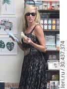 Купить «Kimberly Stewart shopping for her daughter's birthday party in the Studio City neighbourhood of Los Angeles, California. Featuring: Kimberly Stewart Where...», фото № 30437374, снято 21 августа 2017 г. (c) age Fotostock / Фотобанк Лори