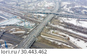 Купить «Top view of the multi-level road junction in Moscow from above, car traffic and concept of transportation. road junction at the intersection of the Ryazanskiy Avenue and the Moscow ring road», видеоролик № 30443462, снято 29 марта 2019 г. (c) Mikhail Starodubov / Фотобанк Лори