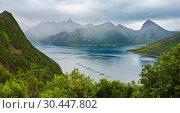 Купить «Summer Senja coast, Husoy, Norway», фото № 30447802, снято 10 июля 2013 г. (c) Юрий Брыкайло / Фотобанк Лори
