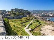 Байона, Испания. Живописный вид побережья со стен крепости Монтерреал (2017 год). Редакционное фото, фотограф Rokhin Valery / Фотобанк Лори