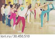 Teenagers with choreographer doing leg-split and crab position. Стоковое фото, фотограф Яков Филимонов / Фотобанк Лори
