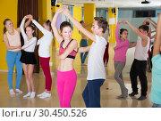 Tweens practicing vigorous dance in class. Стоковое фото, фотограф Яков Филимонов / Фотобанк Лори