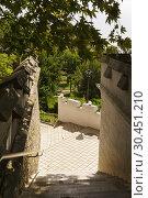 Купить «Лестница на территорию старого парка крымского  Юсуповского дворца», фото № 30451210, снято 13 сентября 2018 г. (c) Наталья Гармашева / Фотобанк Лори
