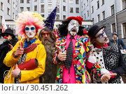 Купить «Участники ежегодного шествие клоунских и театральных коллективов из разных уголков России в преддверии Дня смеха на Васильевском острове в Санкт-Петербурге», фото № 30451262, снято 31 марта 2019 г. (c) Евгений Кашпирев / Фотобанк Лори