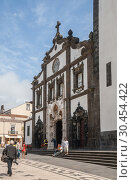 Купить «People on street near the church of St. Sebastian, Ponta Delgada, Azores», фото № 30454422, снято 10 мая 2012 г. (c) Юлия Бабкина / Фотобанк Лори