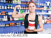 Купить «athletic girl of sport food supplements showing biceps», фото № 30455978, снято 12 апреля 2018 г. (c) Яков Филимонов / Фотобанк Лори
